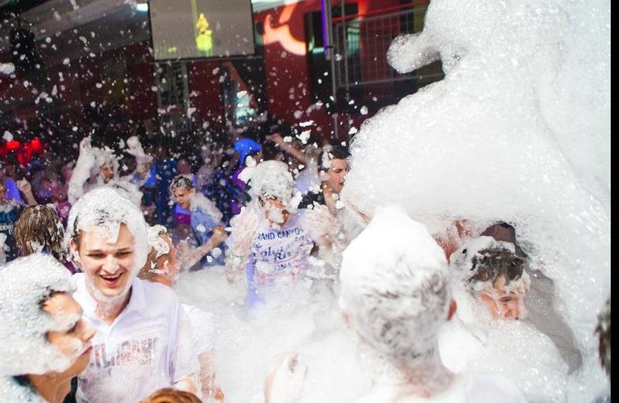 Pěnová párty (Foam party) 13